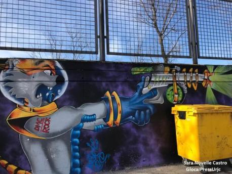 Graffiti de un gato astronauta