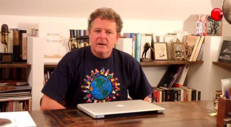 Juan Luis Cano; periodista y humorista, antiguo miembro de Gomaespuma