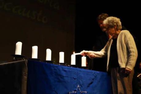 Anneta Cabelli, superviviente del holocausto, protagoniza el homenaje