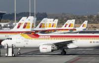 Varios aviones de Iberia esperando en la T-4 de Barajas