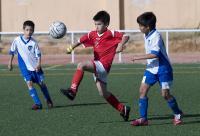 Partido de fútbol entre niños
