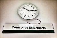reloj con cartel: central de enfermería