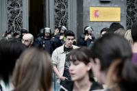 Manifestantes en la sede del ministerio de Educación, Madrid