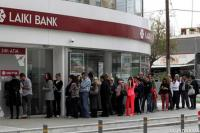 Chipriotas hacen colas para retirar sus ahorros de los banco. Foto: rtve.es