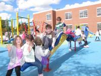 niños jugando en el recreo
