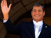 Rafael Correa saludando
