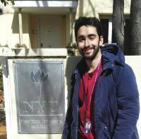 Gabriel Huertas en la entrada de NYU Madrid