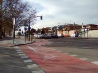 Grietas en el asfalto de la intersección de Manuel Azaña