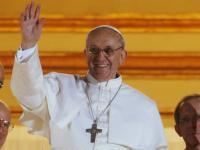 Francisco saludando desde el balcón en su primera aparición