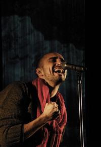 Abel Pintos cantando