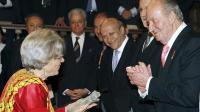 Elena Poniatowska recibe el Premio Cervantes 2013 de manos del Rey. Fuente: EFE