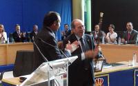 Alcalde de Fuenlabrada en una reunión